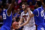 NCAA. Луисвиль уступает Кентуки, Мичиганы идут дальше